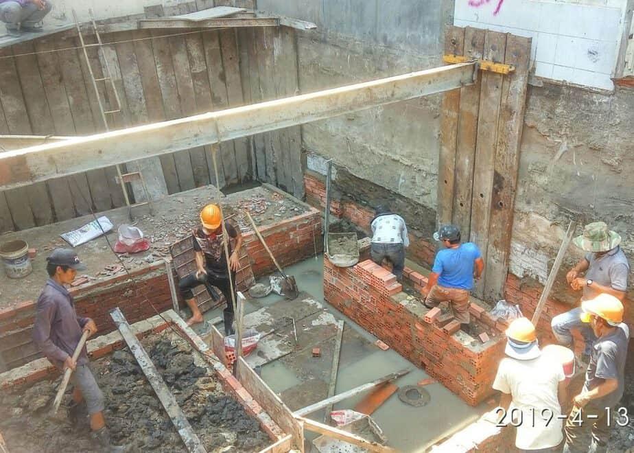 Xây tường gạch làm cốp pha móng và đà kiềng