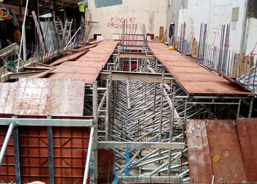 Lắp dựng cốp pha vách tầng hầm